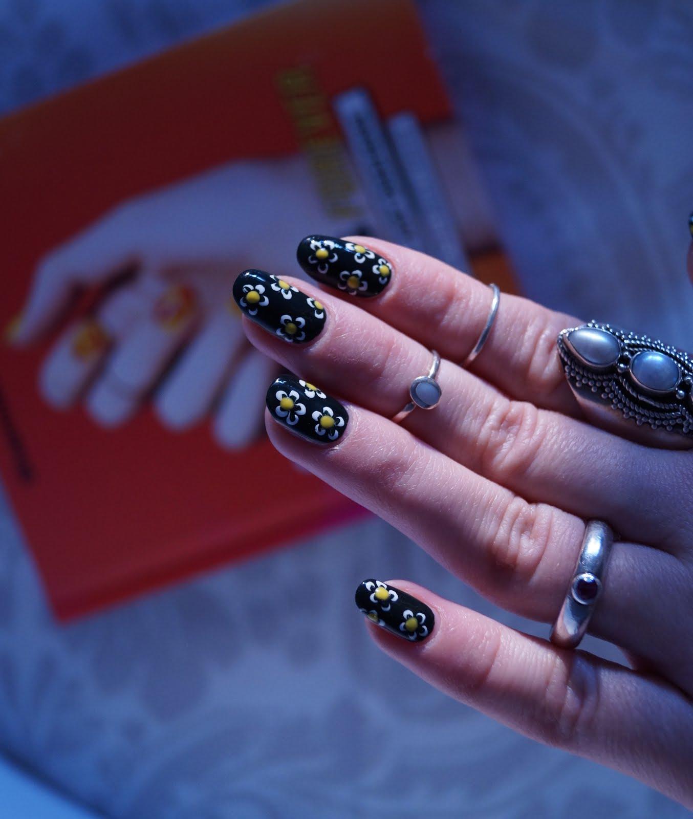 Nail art #daisynails